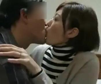 強引にキス